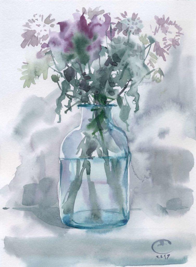 Цветы в старинном бутыле
